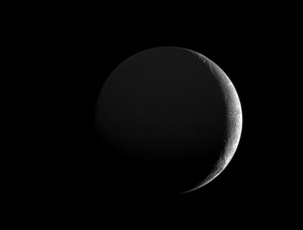Encelade, satellite majeur de Saturne.